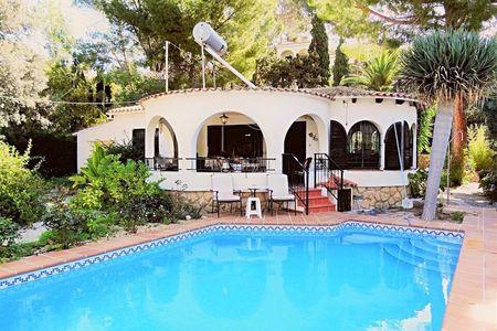 Casa Viento de Verano Villa (500m from the beach)