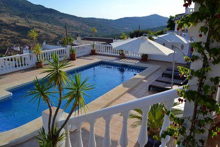 Luxe villa met privé zwembad in het echte Spanje
