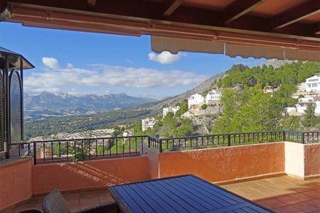 Luxury Semiraris 7 apartment with private jacuzzi