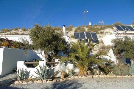 Cave studio Cereza, calm ecological in the desert