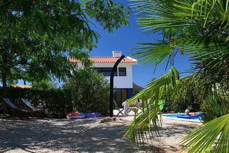Vrijstaand vakantiehuis met privezwembad