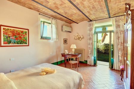 G/F Bedroom, Private Green Area in Tuscany